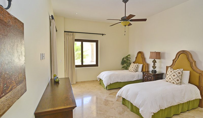 olas203-2bed-bedroom_1-800x467